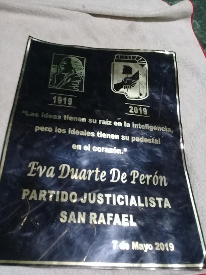 Pueblo Diamante: Arrancaron una plaqueta de Evita y la hallaron tirada en una acequia