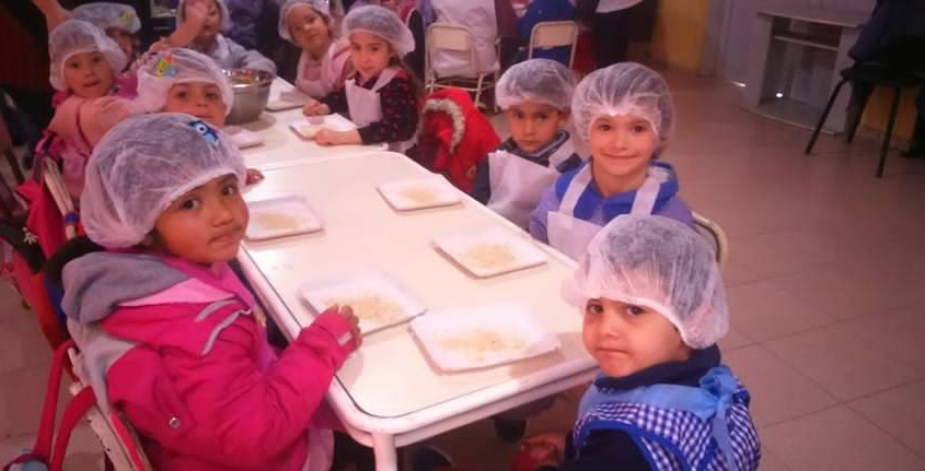 Niños de jardín elaboraron hamburguesas de soja