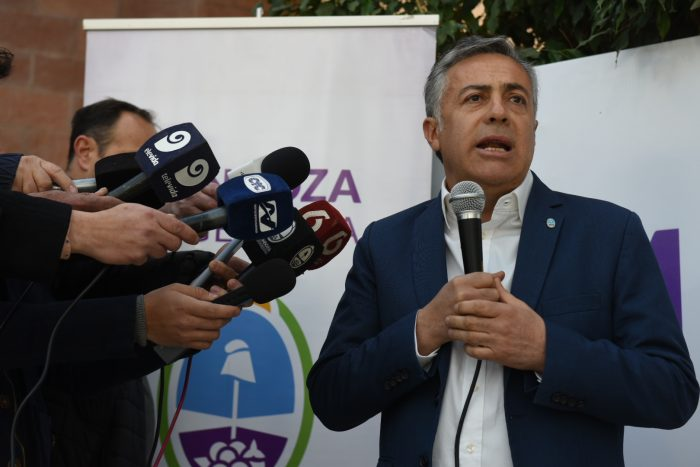 Cornejo anunció la construcción de un hospital para pacientes con cáncer