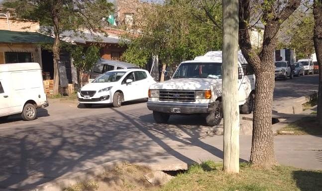 Lo multaron por estacionar sobre la izquierda