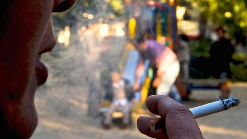 Mondotte quiere que no se fume en polideportivos y en plazas donde hay juegos para niños