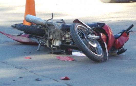 Motociclista chocó contra un perro