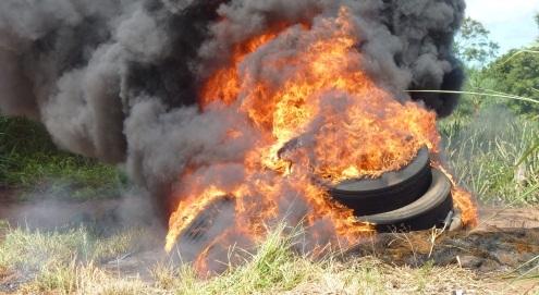 Productor sancionado con $120 mil por quemar neumáticos