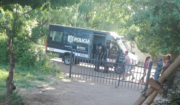 La policía irrumpió esta mañana en una carrera clandestina de galgos