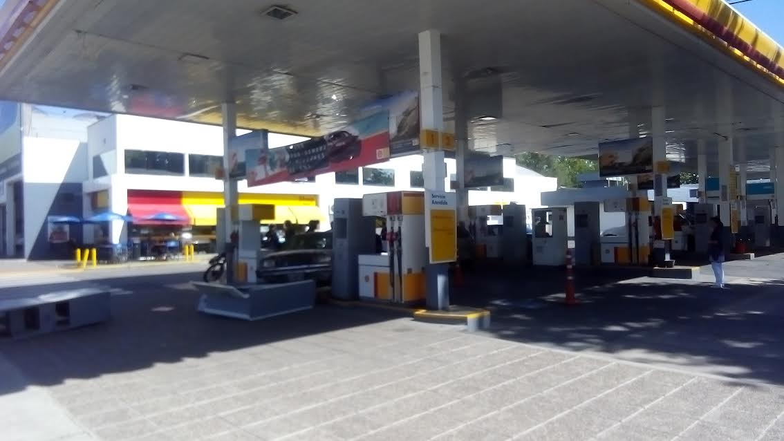 Le robaron $170 mil pesos a un empresario en una estación de servicios Shell