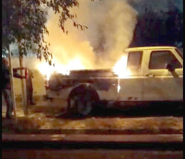 Prendieron fuego una camioneta