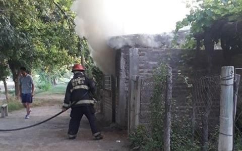 Se incendió una casa en Monte Coman