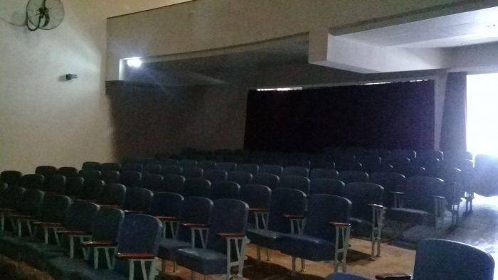 Tres una inversión de $6,6 millones, mañana vuelve abrir el teatro de la escuela Iselín