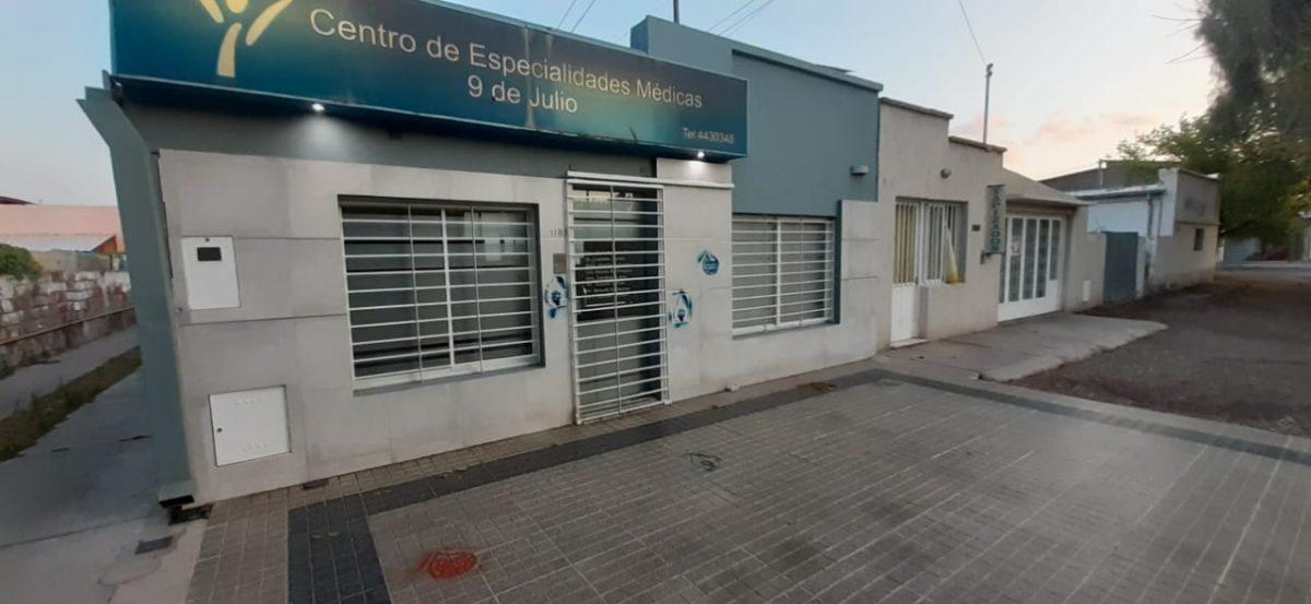 Vándalos fundamentalistas pintarrajearon el frente del consultorio de la diputada Hebe Casado