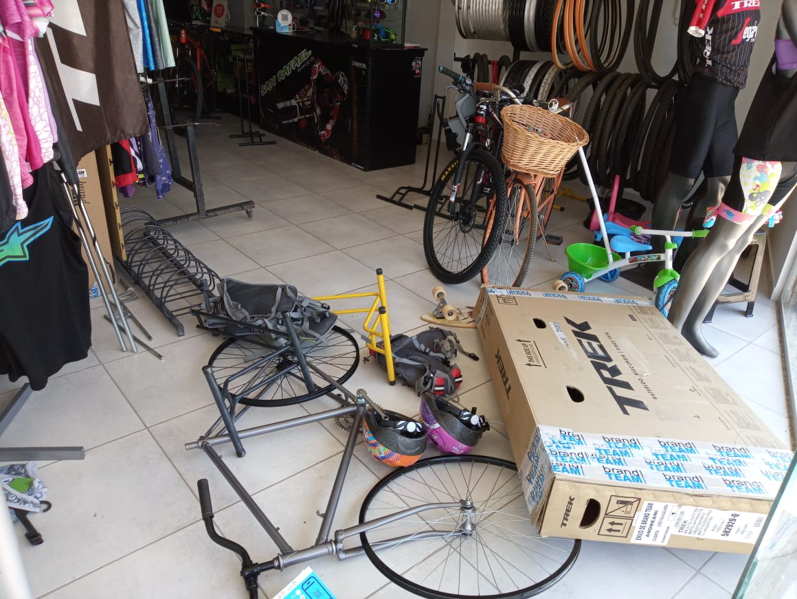 Saquearon importante bicicletería