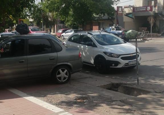 Gente que estaciona en puentes ajenos