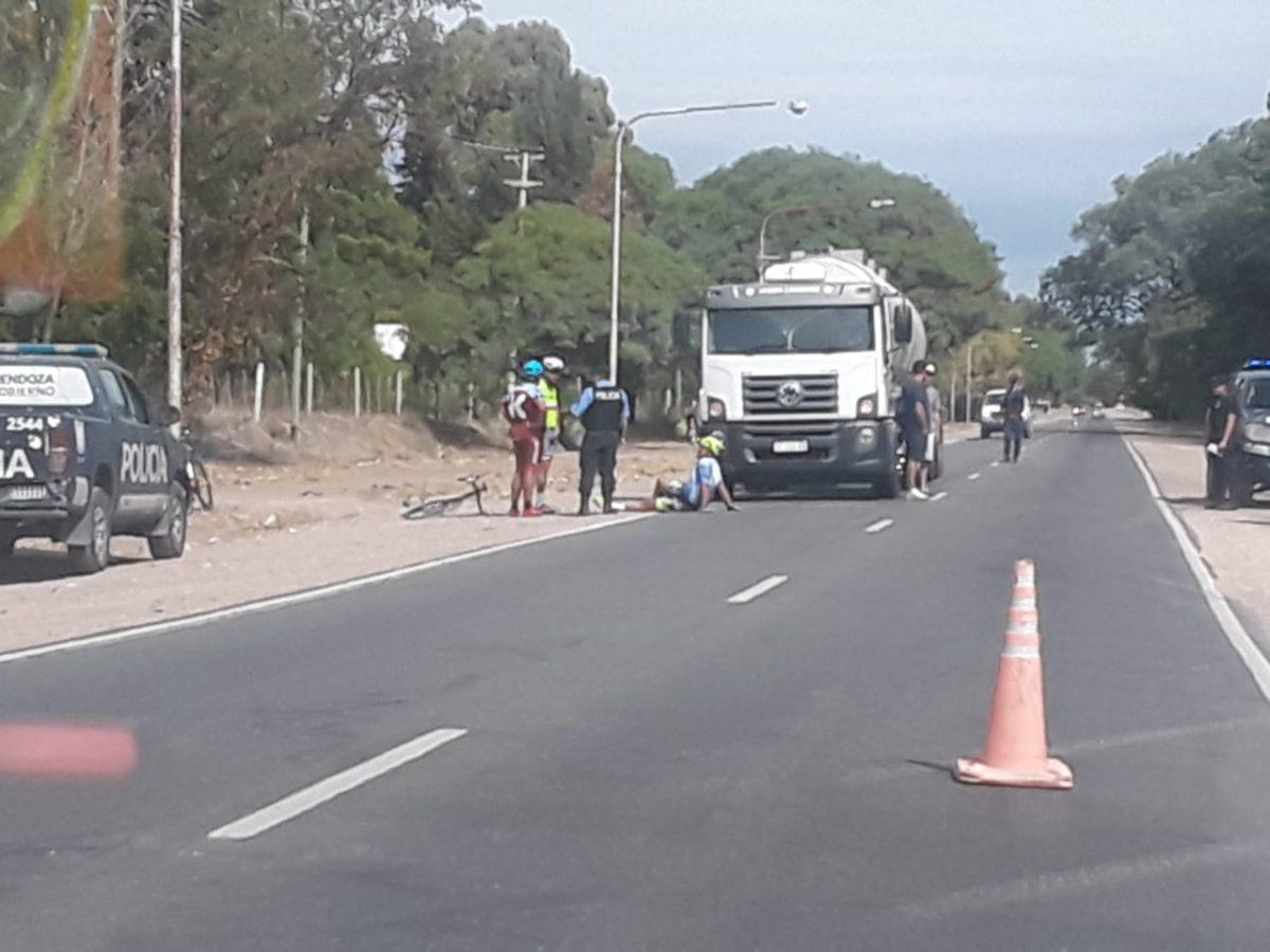 Violento altercado entre ciclistas que circulaban ilegalmente por Ruta 143 y un camionero